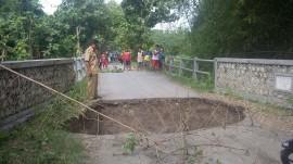 Jembatan Ngraho Ambrol